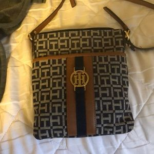 Tommy Hilfiger side bag. Only been used twice
